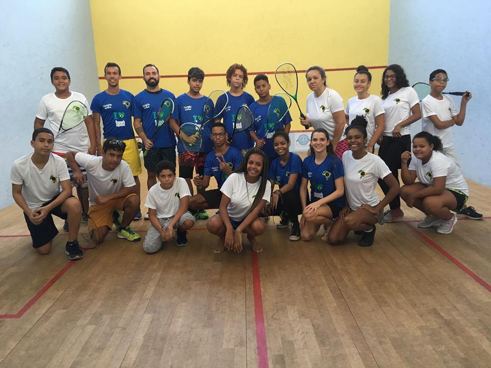 Squashinhos staff alongside their juniors